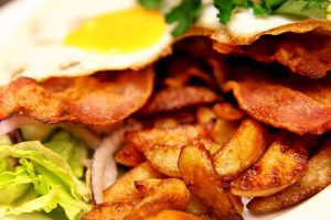 Ägg bacon och potatis