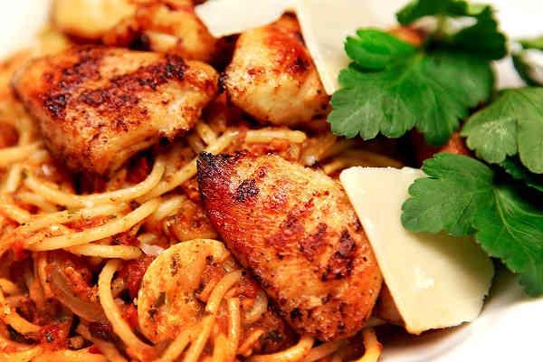 Hemmagjorda recept ger varje pastarätt en gedigen och egen smak, starkt eller krämigt, tomat- eller gräddbaserat, varmt, gott och mättande.